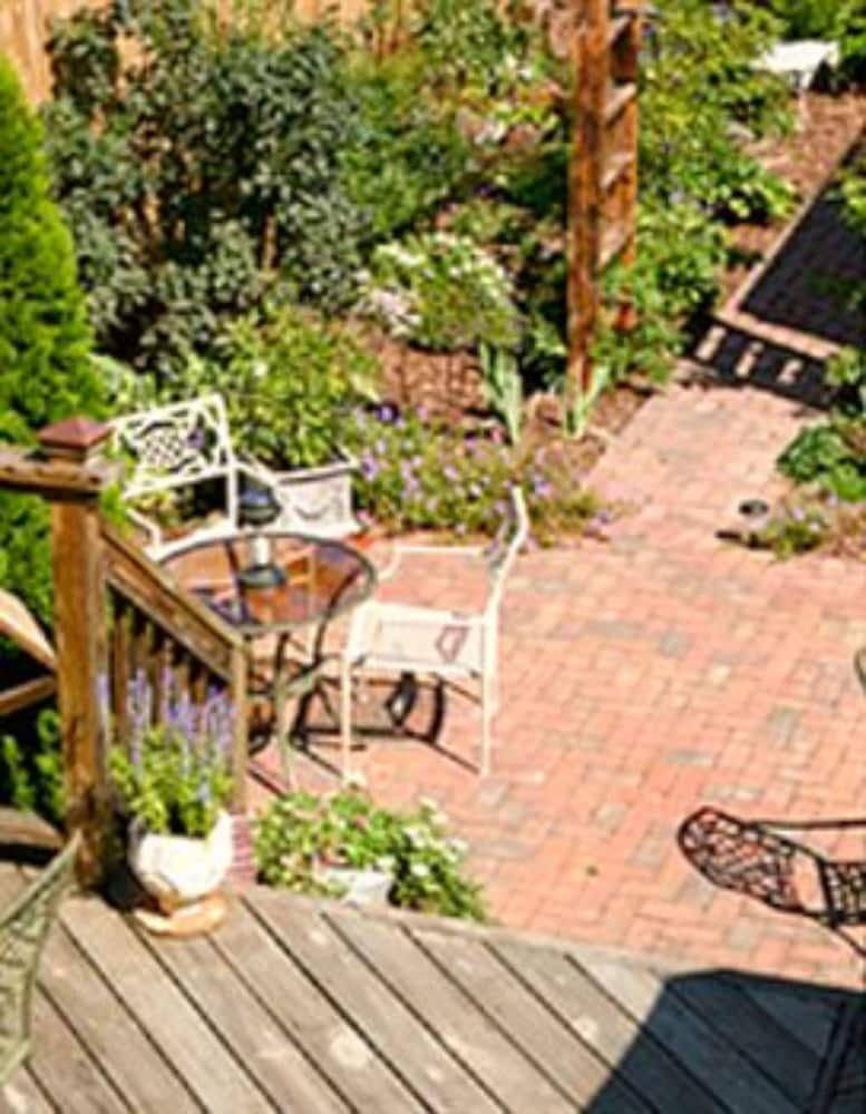 Terrace/Patio, The Brafferton Inn
