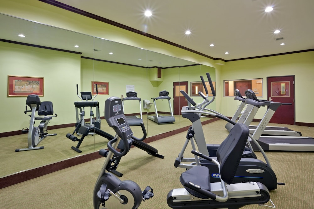Fitness Facility, Holiday Inn Express Hotel & Suites Dumas