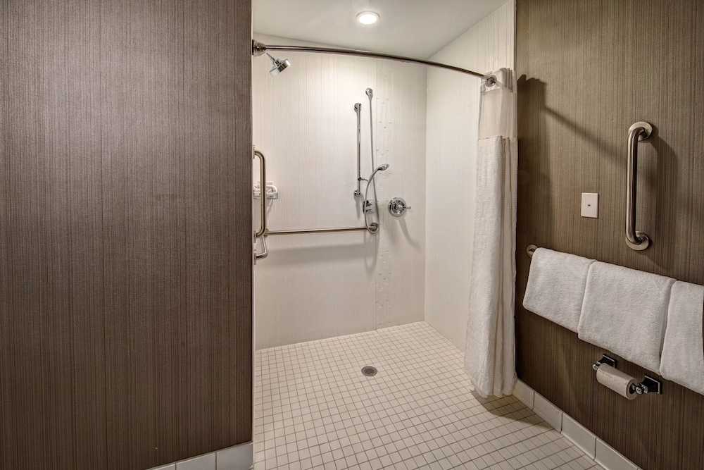 Bathroom, Courtyard by Marriott Dulles Airport Herndon
