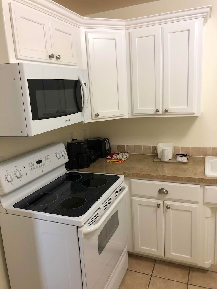 Private Kitchenette, Ozark Inn & Suites
