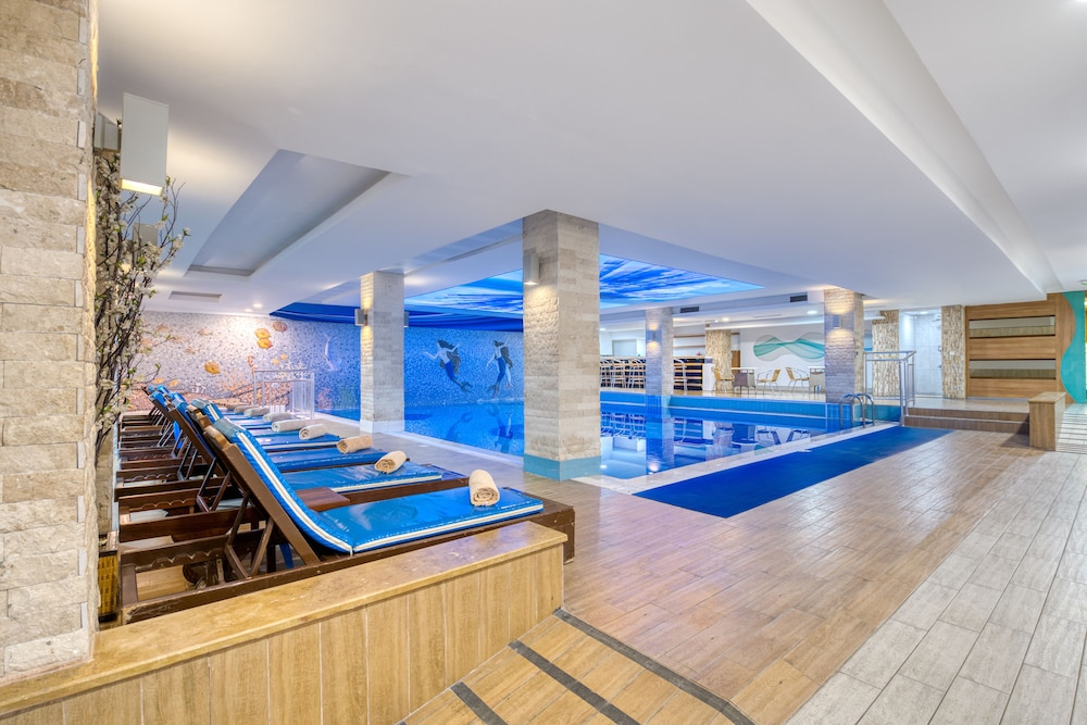 Indoor/Outdoor Pool, Sealife Family Resort Hotel