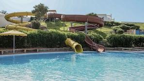 7 piscine all'aperto, ombrelloni da piscina, lettini