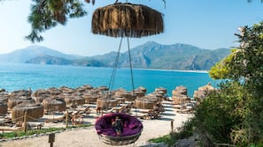 Private beach, free beach shuttle, sun-loungers, beach umbrellas