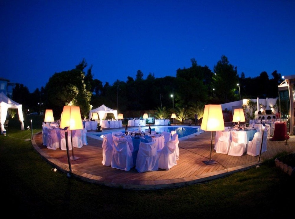 Outdoor Banquet Area, Mandraki Village Boutique Hotel