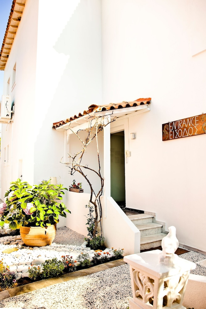 Property Entrance, Mandraki Village Boutique Hotel