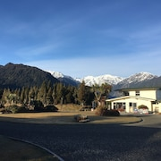 Glacier View Motel