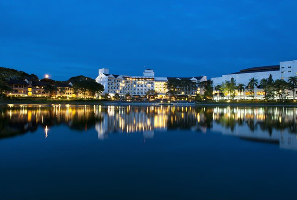 Featured Image, Flamingo Hotel by The Lake