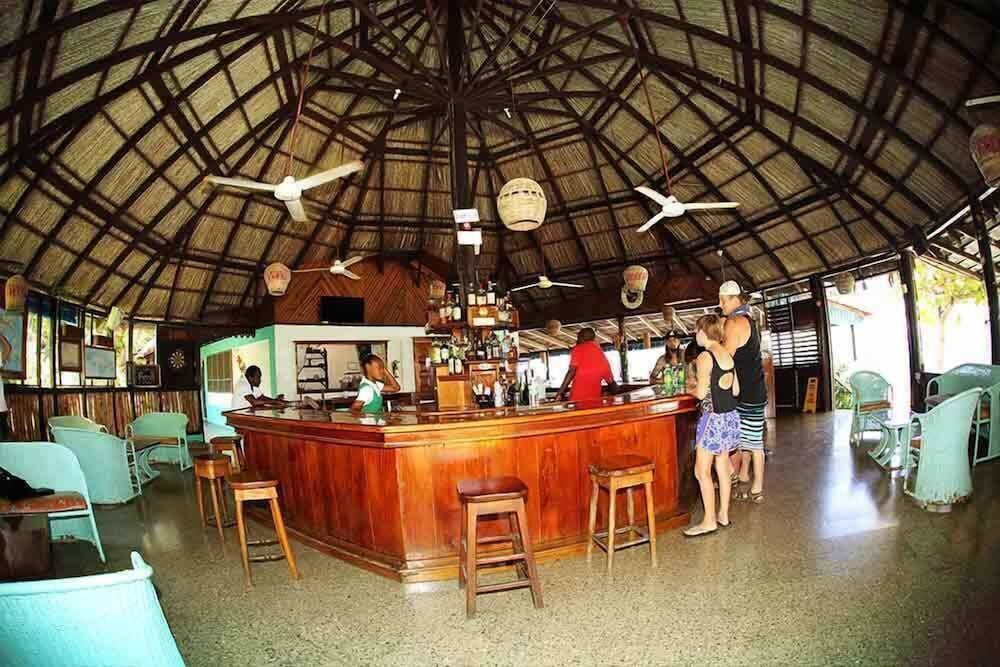 Bar, Xtabi Resort