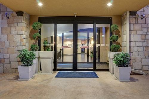 홀리데이 인 익스프레스 호텔 앤 스위트 텍사캐나 이스트