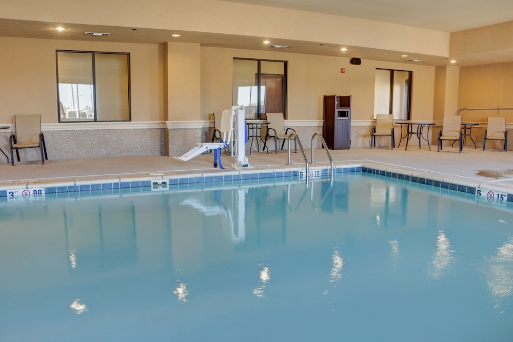 Pool, Holiday Inn Express Hotel & Suites Texarkana East