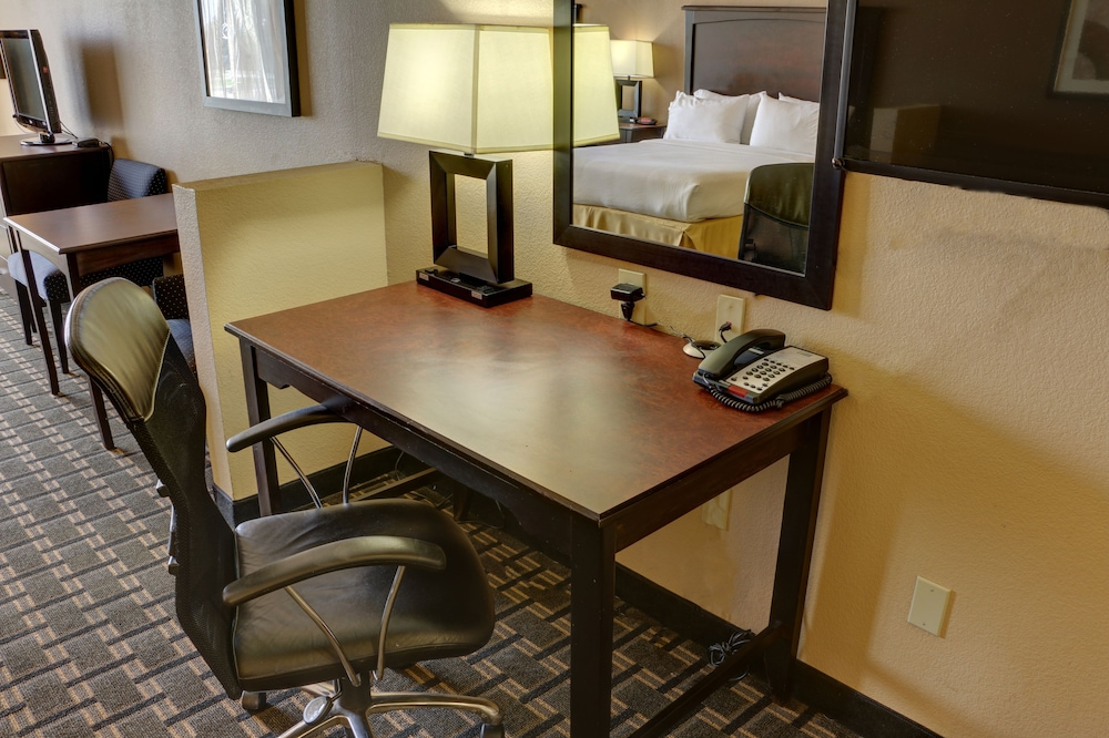 Room, Holiday Inn Express Hotel & Suites Texarkana East