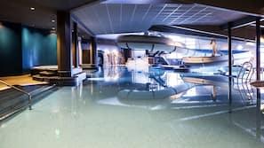 2 innendørsbassenger og sesongbasert utendørsbasseng