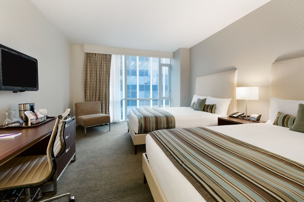Room, Coast Coal Harbour Vancouver Hotel by APA