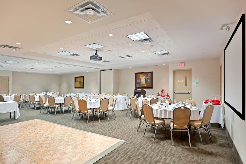 Meeting Facility, Holiday Inn Hotel & Suites Surrey East Cloverdale, an IHG Hotel