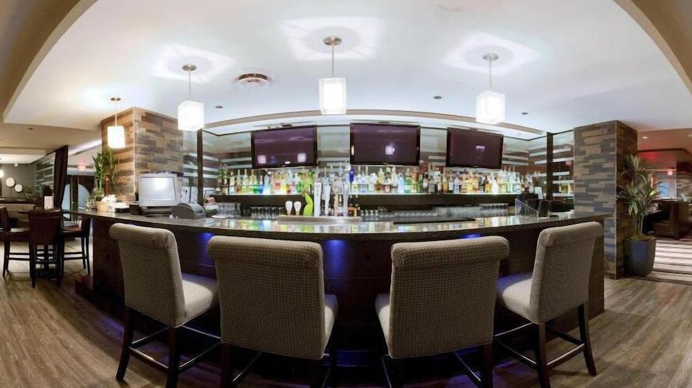 Bar, Holiday Inn Hotel & Suites Surrey East Cloverdale, an IHG Hotel
