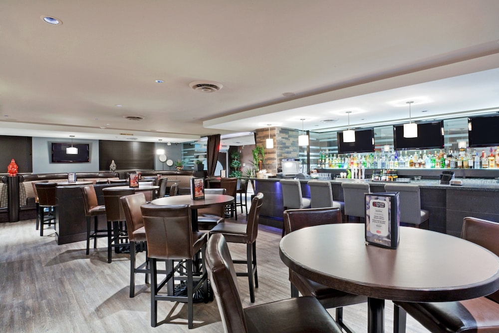 Restaurant, Holiday Inn Hotel & Suites Surrey East Cloverdale, an IHG Hotel