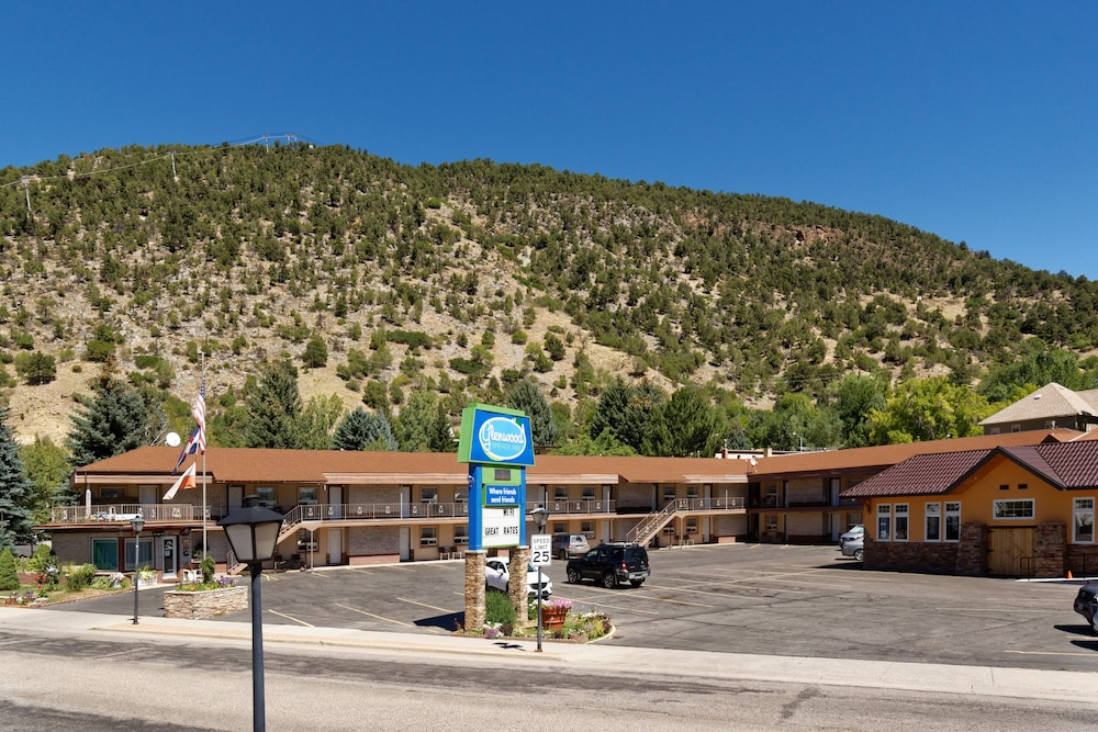 glenwood springs single gay men This gay guide of glenwood springs on has all the needed info on the location of gay accommodation and gay entertainment offered within the area, just search by means of it to find every certain region of interest.