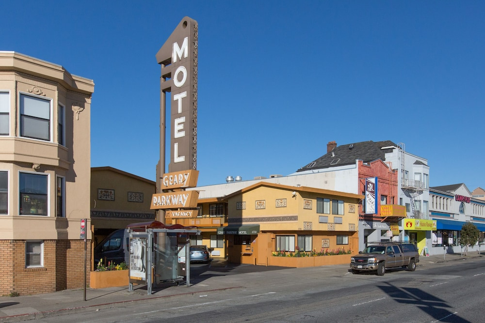 Property Grounds, Geary Parkway Motel