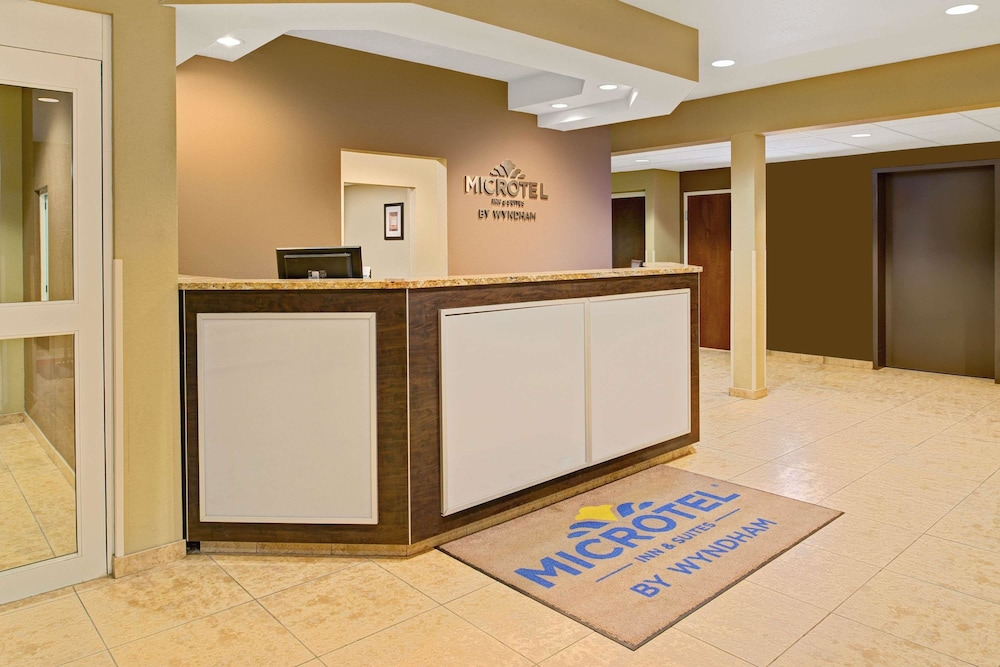 Lobby, Microtel Inn & Suites by Wyndham Council Bluffs/Omaha