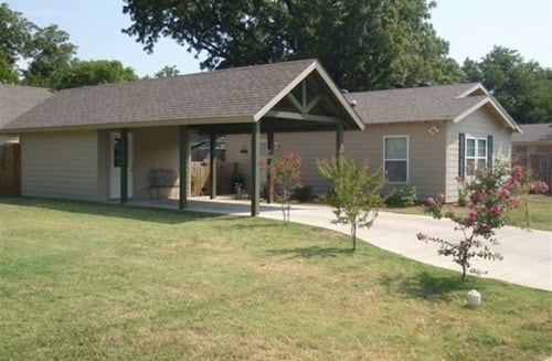 Great Place to stay River Rock Bed and Breakfast Cottages near Cleburne