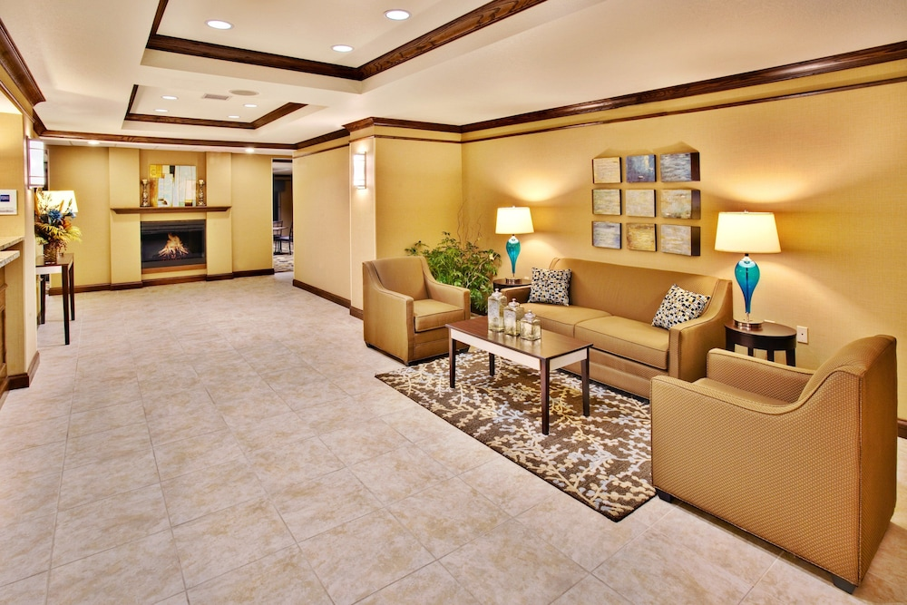 Lobby, Holiday Inn Express Hotel & Suites Dubuque, an IHG Hotel