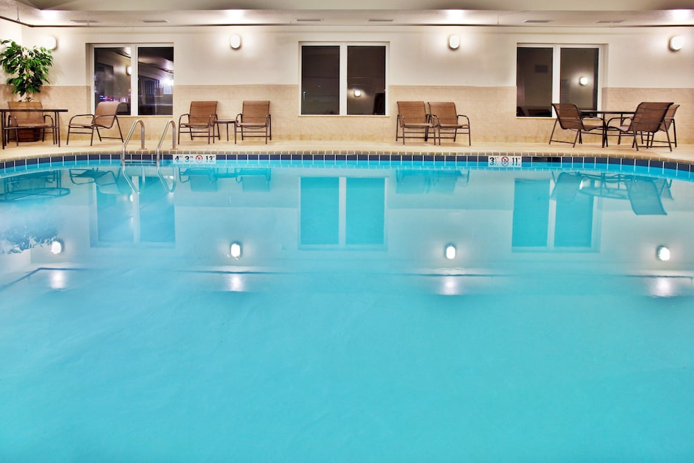Pool, Holiday Inn Express Hotel & Suites Dubuque, an IHG Hotel