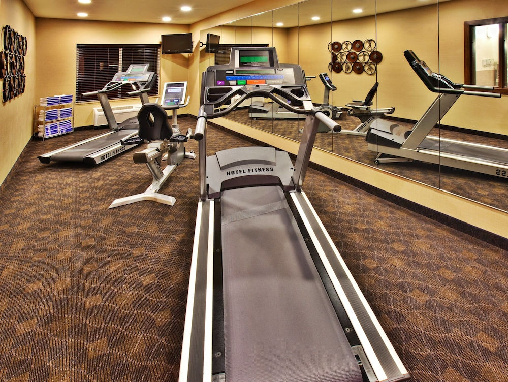 Fitness Facility, Holiday Inn Express Hotel & Suites Dubuque, an IHG Hotel