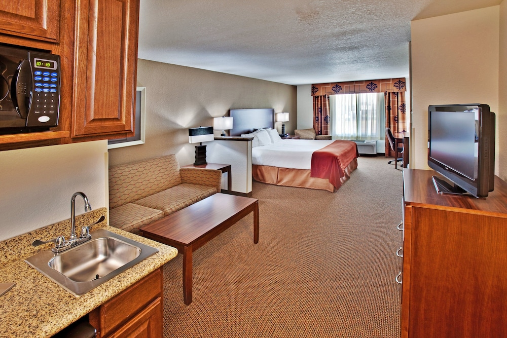 Room, Holiday Inn Express Hotel & Suites Dubuque, an IHG Hotel