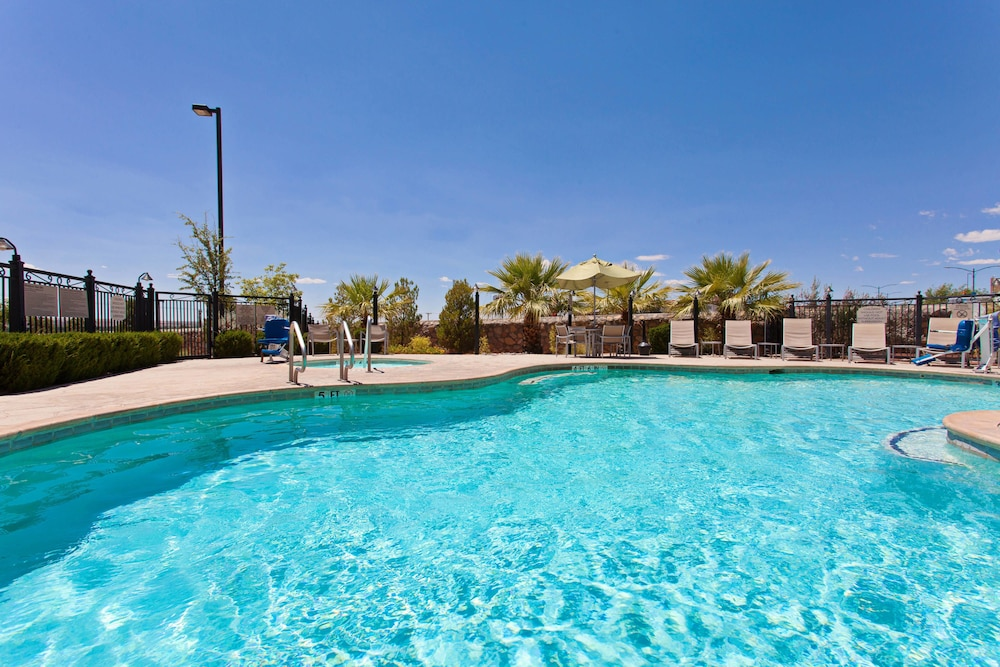 Pool, SpringHill Suites by Marriott El Paso