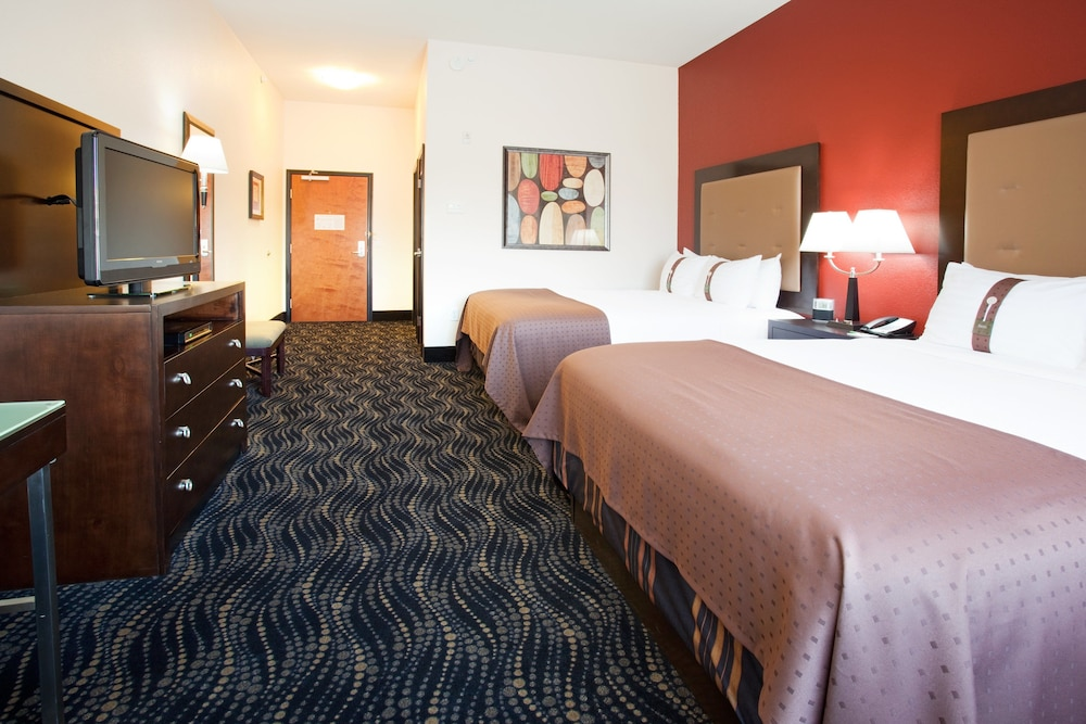 Room, Holiday Inn and Suites Grand Junction, an IHG Hotel