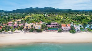 Plage privée, parasols, serviettes de plage