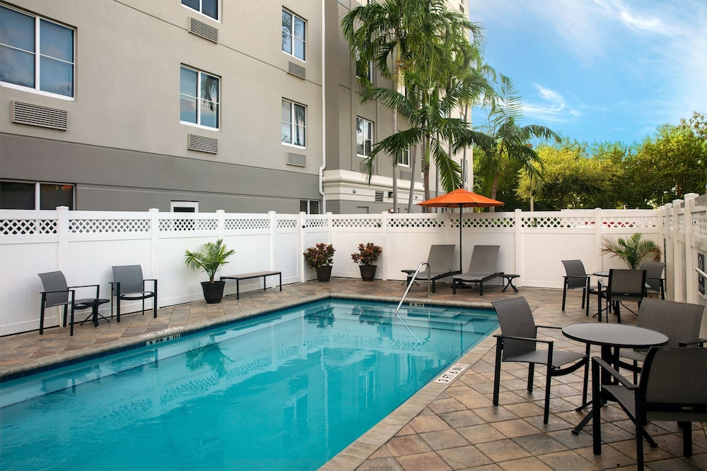 Outdoor Pool, Four Points by Sheraton Fort Lauderdale Airport - Dania Beach