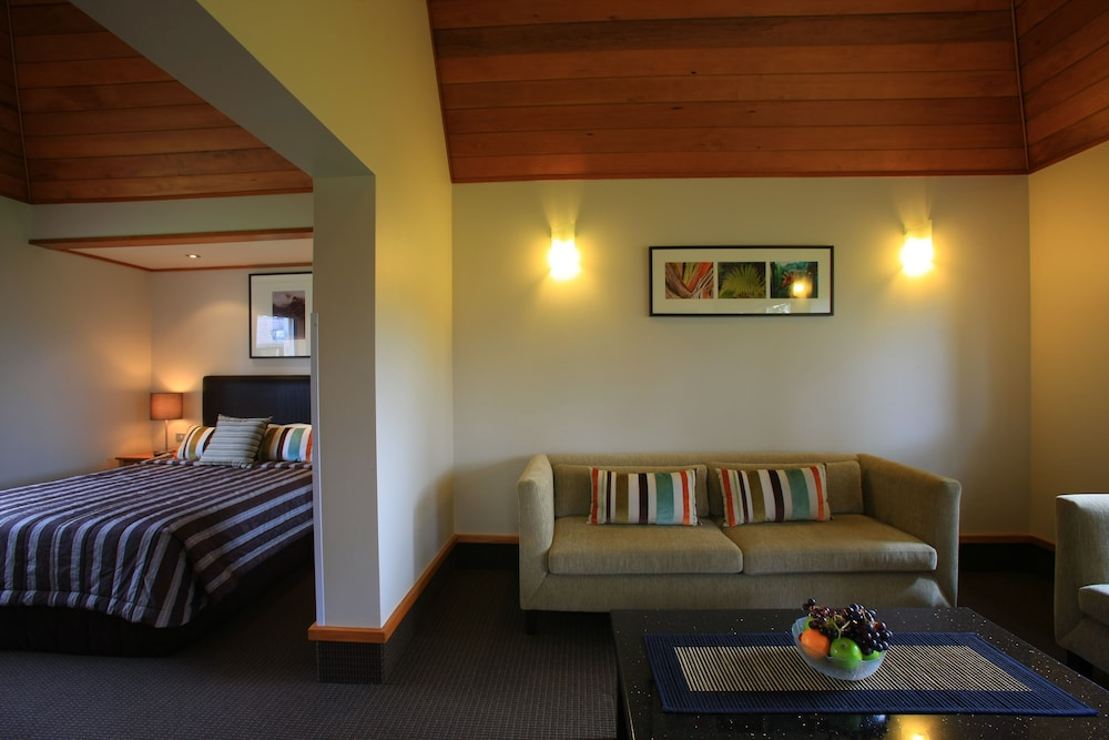 Distinction te anau hotel and villas te anau nzl expedia for Distinctive villas