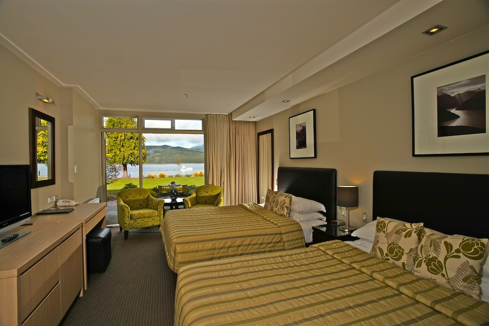 Distinction te anau hotel and villas in te anau hotel for Distinctive villas