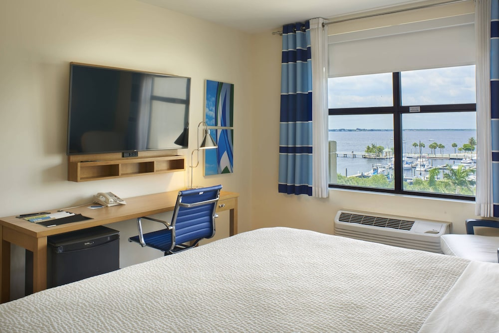 Room, Four Points by Sheraton Punta Gorda Harborside