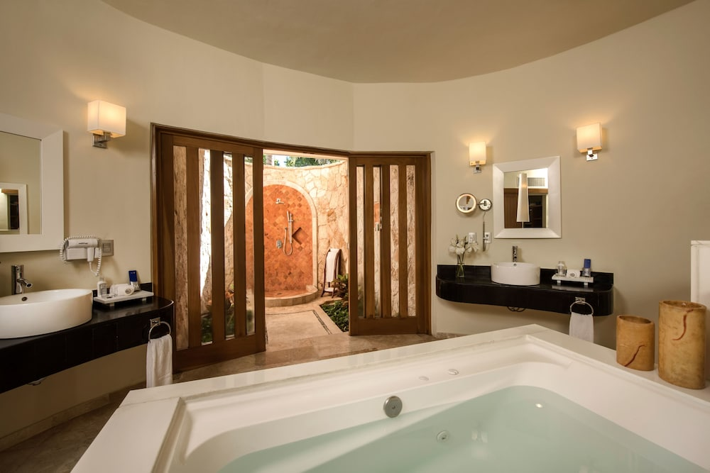 Bathroom, Grand Riviera Princess All Suites Resort & Spa All Inclusive