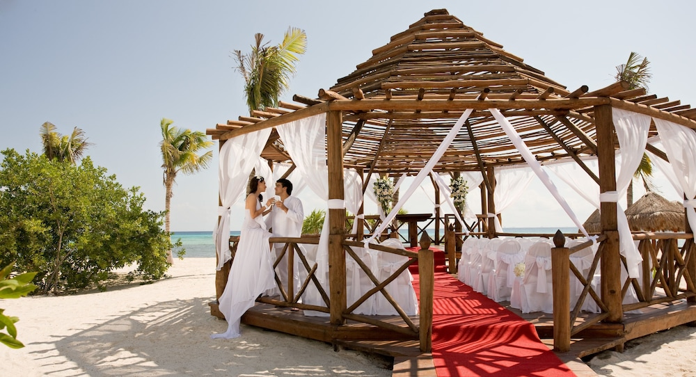 Outdoor Wedding Area, Grand Riviera Princess All Suites Resort & Spa All Inclusive