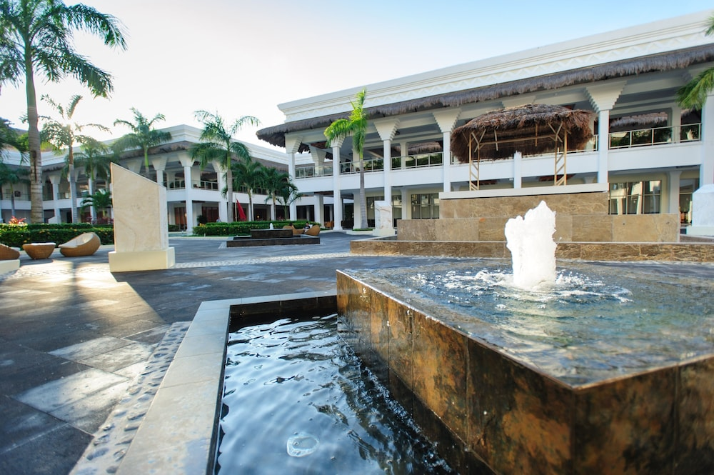 Fountain, Grand Riviera Princess All Suites Resort & Spa All Inclusive