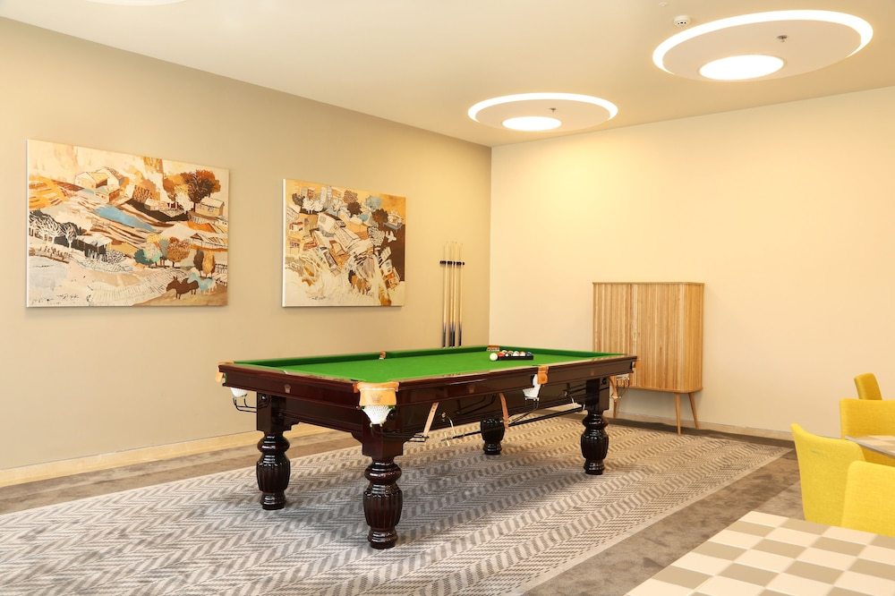 Billiards, Sadot, Airport Hotel - an Atlas Boutique Hotel