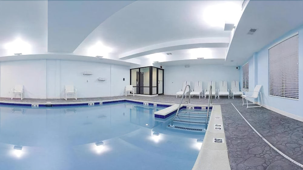 Holiday inn express hotel suites lebanon 2019 room prices 101 deals reviews expedia for Indoor swimming pool in lebanon