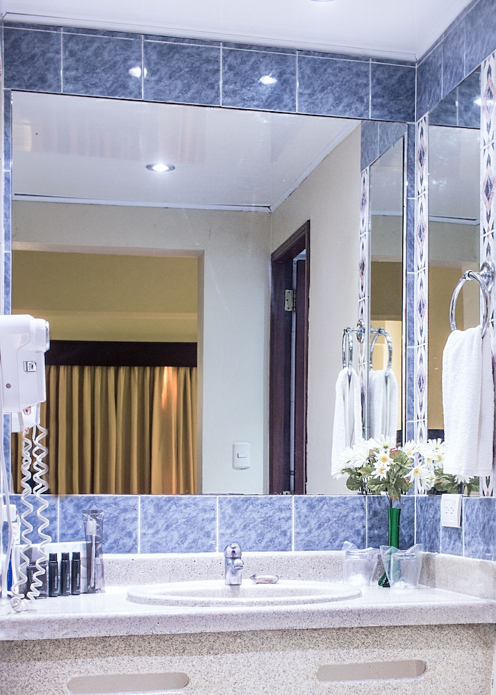 Bathroom, W&P Santo Domingo