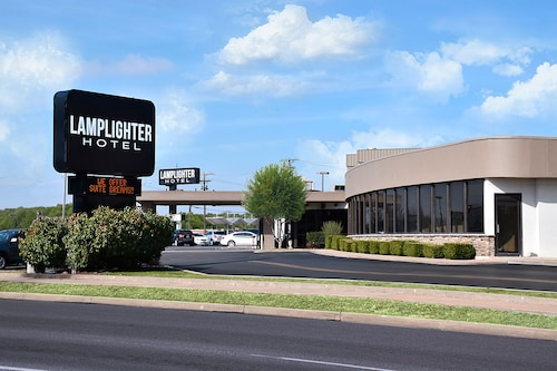 Lamplighter Inn & Suites - South