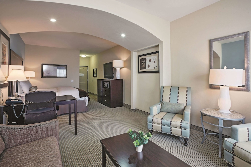 Room, La Quinta Inn & Suites by Wyndham DFW Airport West - Euless