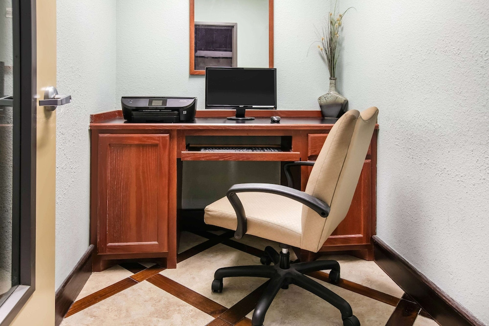Business Center, La Quinta Inn & Suites by Wyndham DFW Airport West - Euless