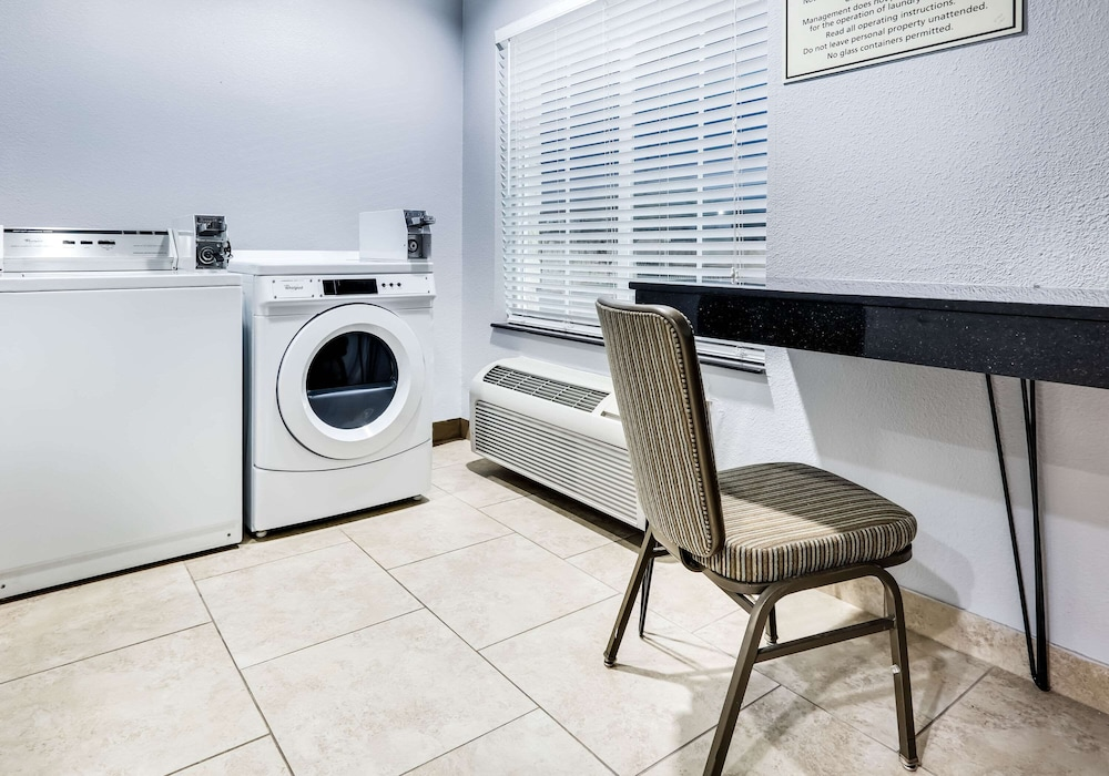 Laundry Room, La Quinta Inn & Suites by Wyndham DFW Airport West - Euless