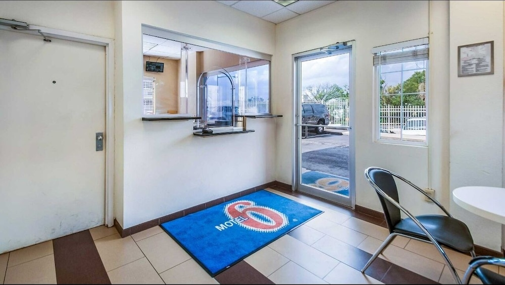 Interior Entrance, Motel 6 Washington, DC - Convention Center