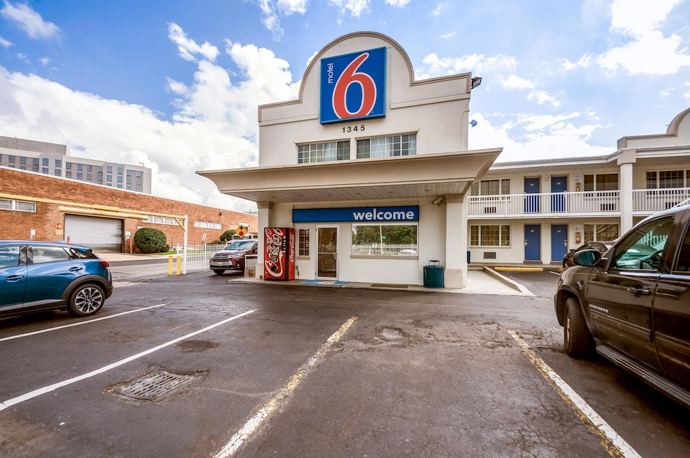 Exterior, Motel 6 Washington, DC - Convention Center