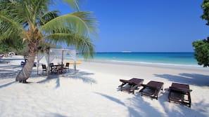 บนชายหาด, ร่มชายหาด, ผ้าเช็ดตัวชายหาด, เรือคายัค