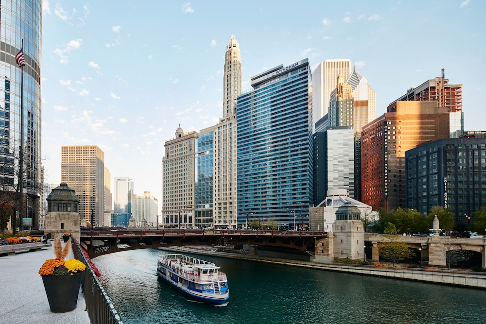 River hotel in chicago hotel rates reviews on orbitz for Hotels 60657