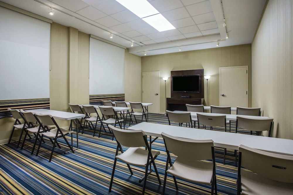 Meeting Facility, La Quinta Inn & Suites by Wyndham Winchester